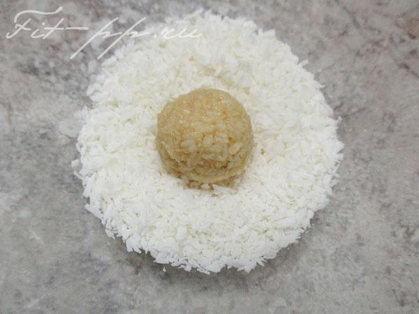 Обсыпка конфет из кокосовой стружки
