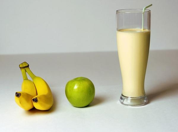 коктейль бананово яблочный