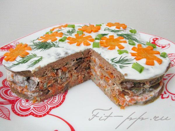 Диетический печеночный торт в разрезе