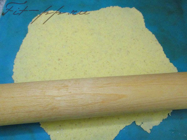 раскатываем лепешки кукурузные