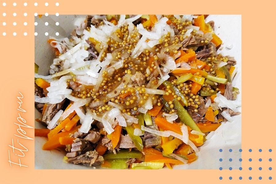 ингредиенты для салата из говядины и соленых огурцов